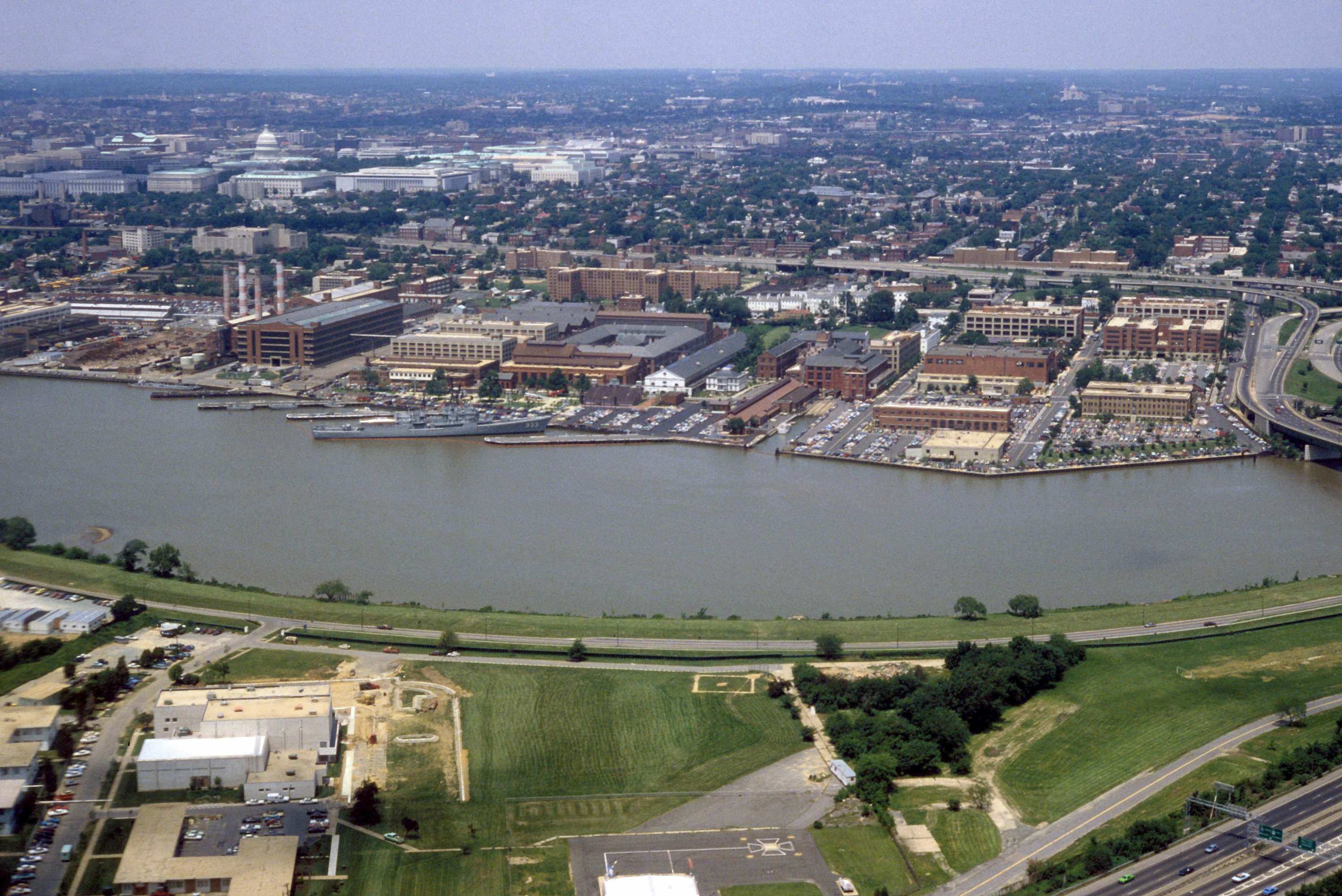 Washington_Navy_Yard_aerial_view_1985