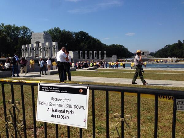 WWII Memorial Govt Shutdown Sign