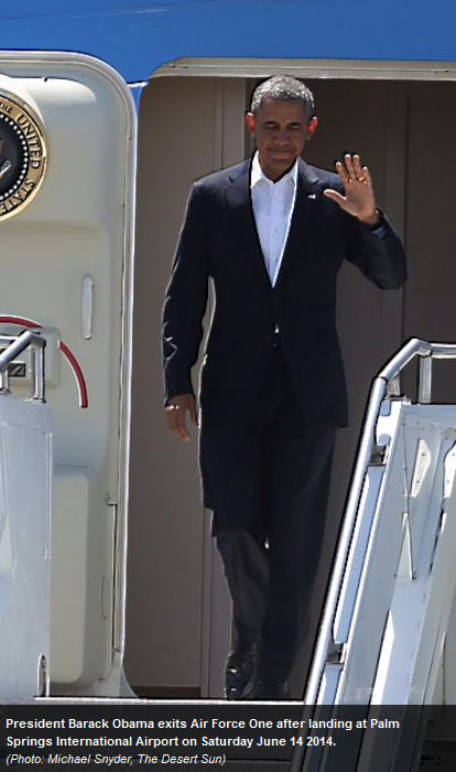 Obama Lands At Palm Springs To Golf